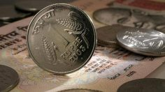 Rupee recovers 2 paise vs USD in early trade
