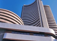 Sensex volatile, Midcap outperforms; Reliance, TCS rally