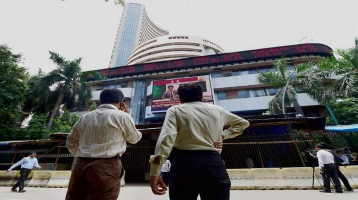 Closing bell: Sensex, Nifty close flat, metal, realty stocks gain