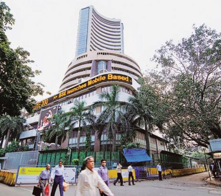 Market Live: Nifty Midcap tanks 3%, Sensex down 500 pts; banks, auto, realty hit hard