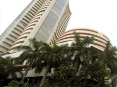 Nifty inches towards 7900-auto, banks, oil and gas gain.